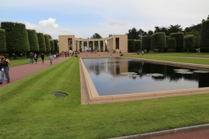 You can see the colonnade pictured here if you look back east from the graves. The statue stands in the center, and on either side are maps depicting the major campaigns of the war.