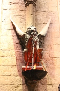 Griffyndor sconce in the Great Hall