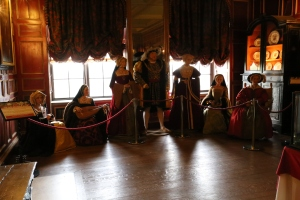 Henry VIII and his six wives (L-R, in order of marriage) Catherine of Aragon, Anne Boleyn, Jane Seymour, Anne of Cleves, Catherine Howard and Catherine Parr.