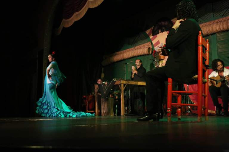 The flamenco performances in Seville alternated between individual dances and group dances.
