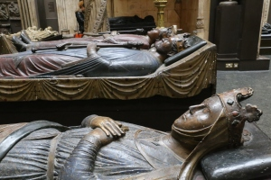 Plantagenets in repose: Henry II, Richard I, and Isabelle d'Angouleme