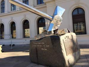 This new sculpture, outside the Central Station, is entitled Smash Naziism by Bjørn Melbye Gulliksen. The hammer is smashing a swastika. It honors the efforts of the Osvald Group as part of the resistance during World War II.