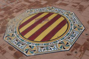 A crest in the floor of the plaza