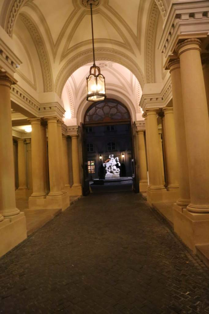 Entry into the courtyard in Primaciálny palác