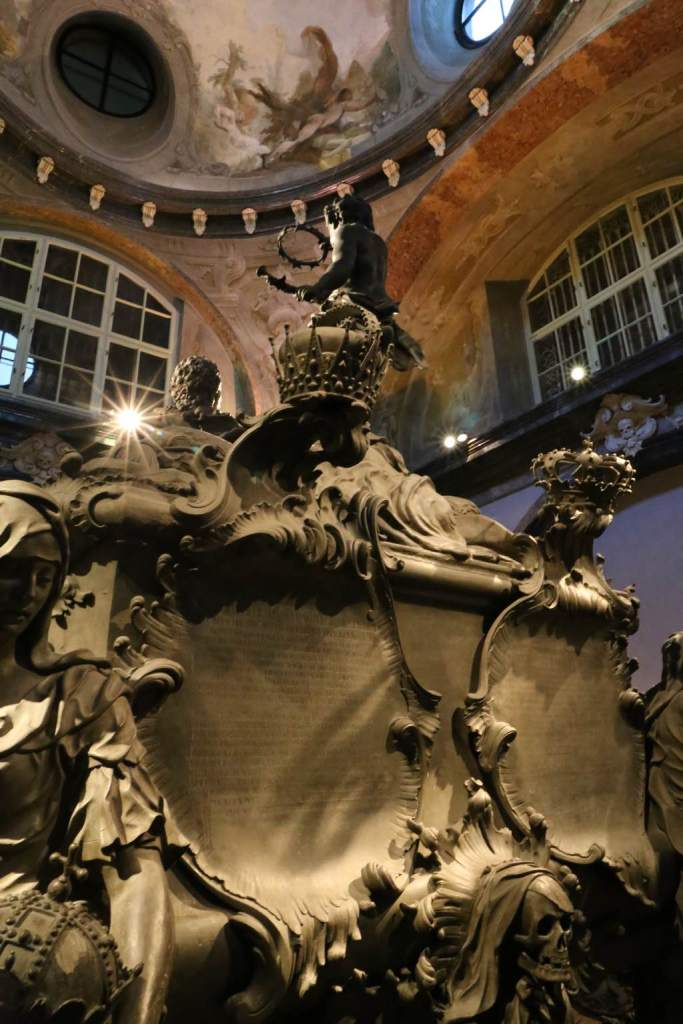 Another view of Maria Theresa's tomb