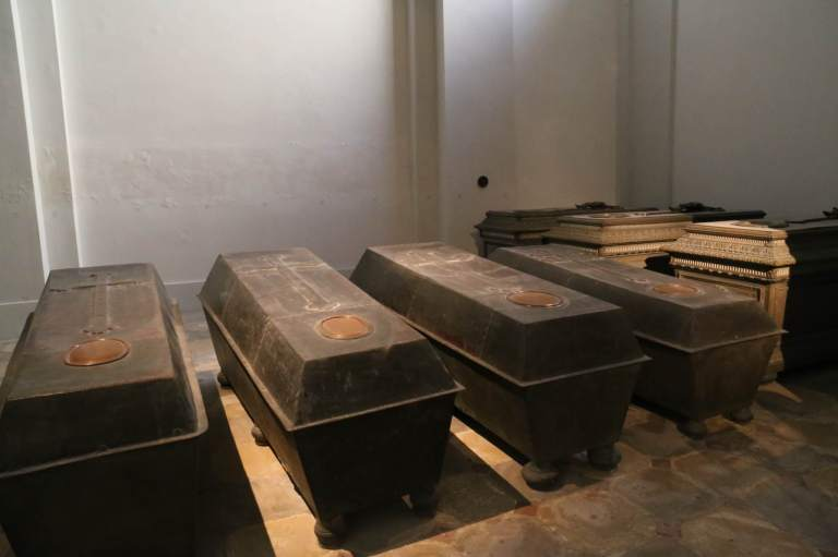 Some of the simpler tombs in the crypt