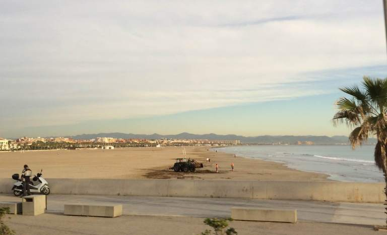 This terrible picture does not do the Valencia beach justice.