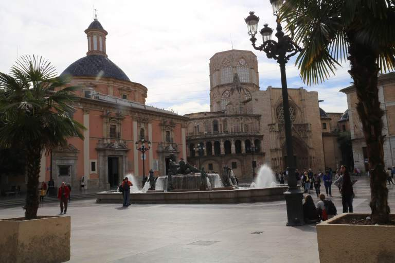 Valencia Cathedral and Basilica with the water statue in the foreground.