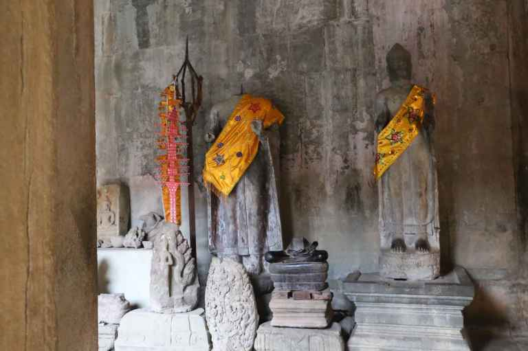 AngkorWatMonkeys1