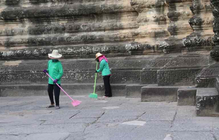 AngkorWatMonkeys13