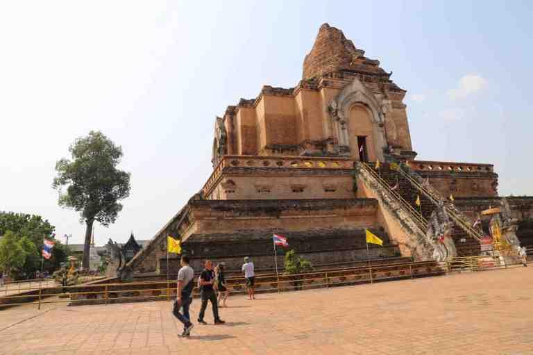 Luang2