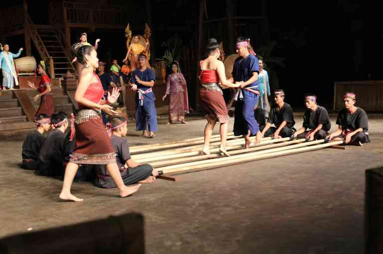 ThaiVillageDance15