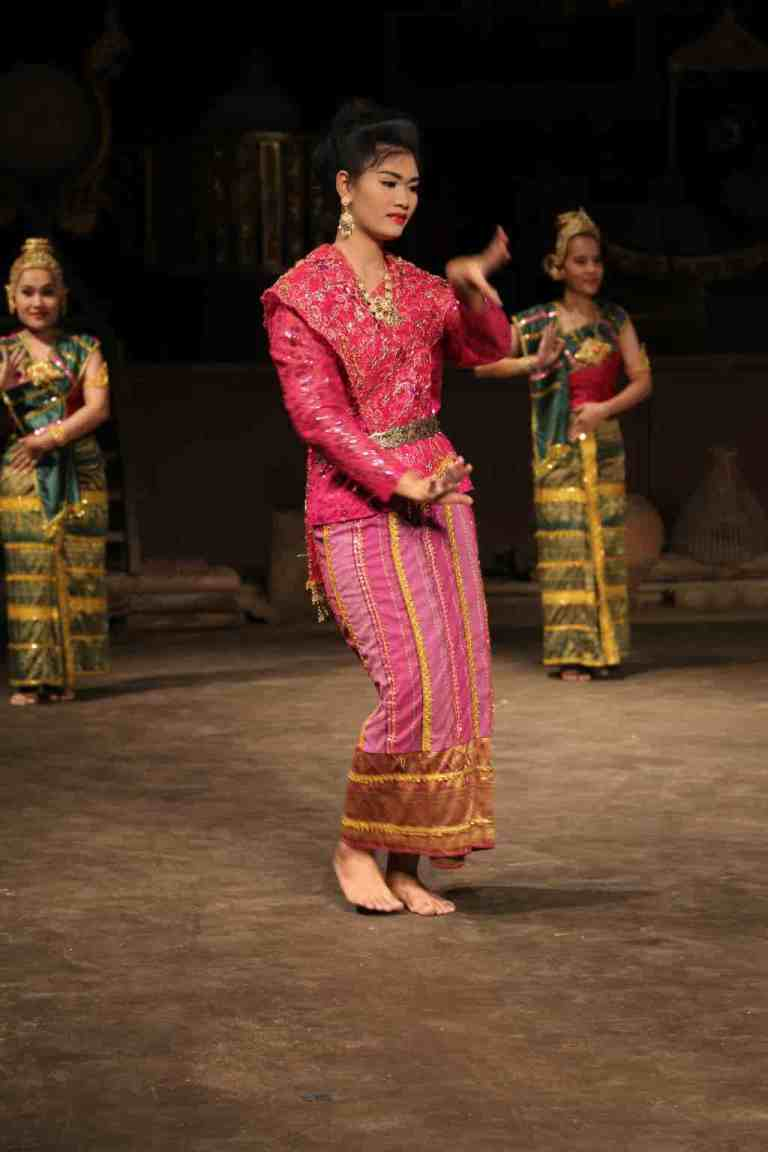 ThaiVillageDance2