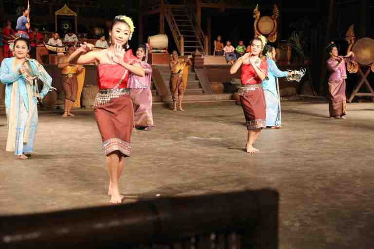 ThaiVillageDance20