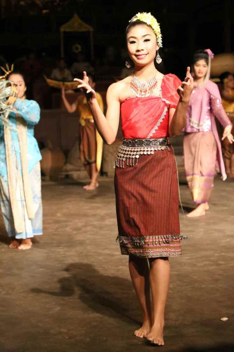 ThaiVillageDance21