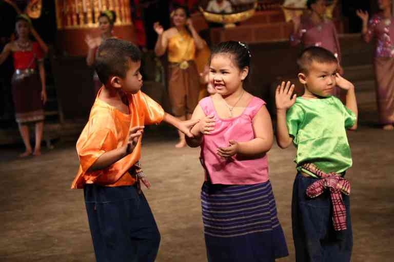 ThaiVillageDance27