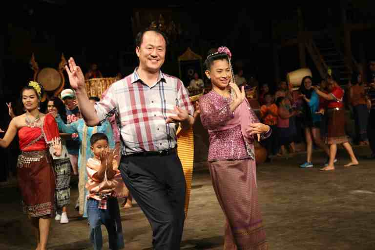 ThaiVillageDance30